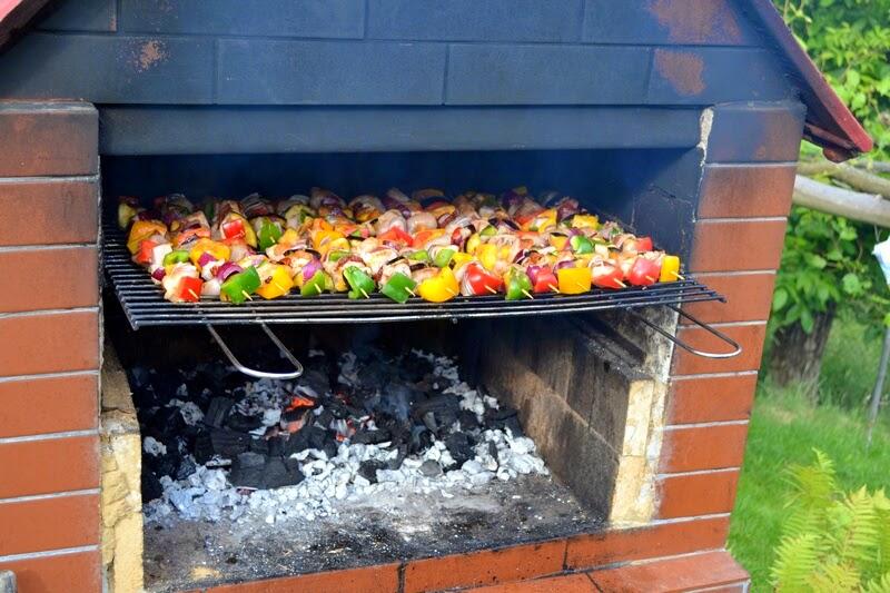 grill, co na grilla, szaszlyki, weekend, majowka, ogrod, szaszlyki drobiowe, rozpalamy grill, na ruszcie, grill fit, szszlyki z warzywami, blog, zycie od kuchni