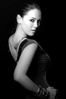 ACTRESS SANA KHAN HOT PHOTO GALLERY