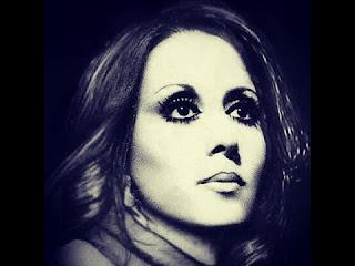 هي مغنية لبنانية سفيرتنا الى النجوم