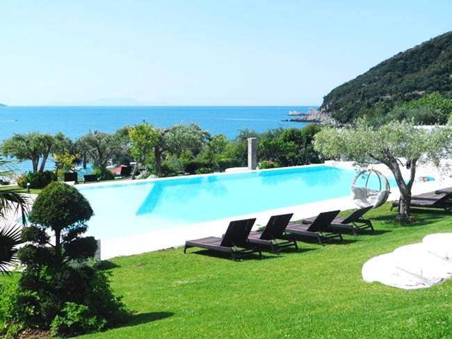 Lichnos beach hotel pool
