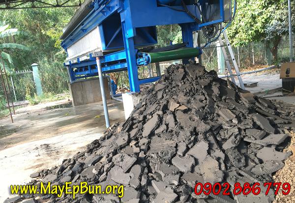 Máy ép bùn khung bản được tạo ra với mục đích ép khô bùn cặn trong hỗn hợp nước đã đã xử lý