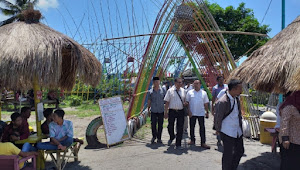 Restauran Terapung dan Menu Ikan Hiu Nan Menggoda di Pantai Tanjung Luar