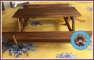 Table de pique-nique en bois réalisée main pour Kiki ou Monchhichi - meuble - handmade - table de jardin - table de camping
