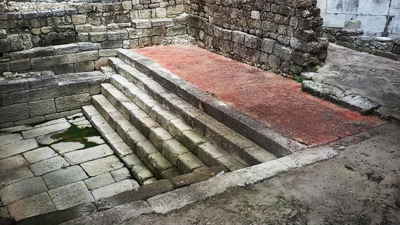 excavación arqueológica de la piscina santuario de Aquae Urentes