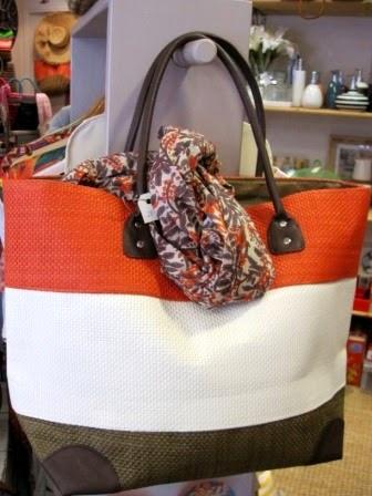 Bolso tricolor naranja, blanco y marrón
