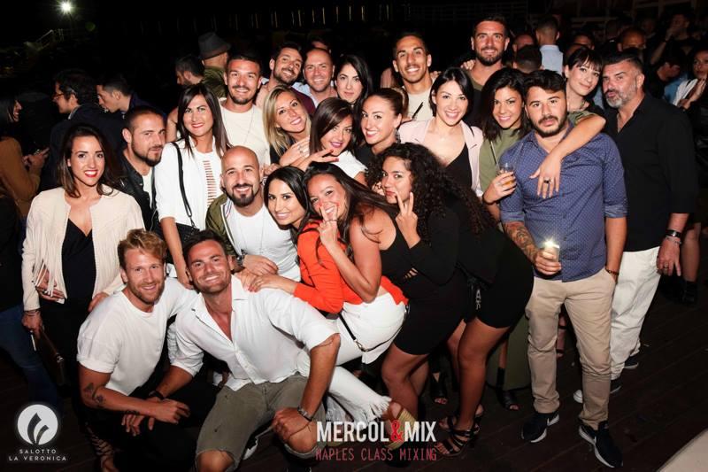 Mercol mix l 39 apericena di napoli questa settimana for Salotto la veronica