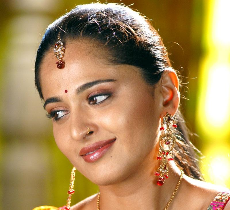 Beautiful Indian Actress Anushka Shetty Closeup Stills