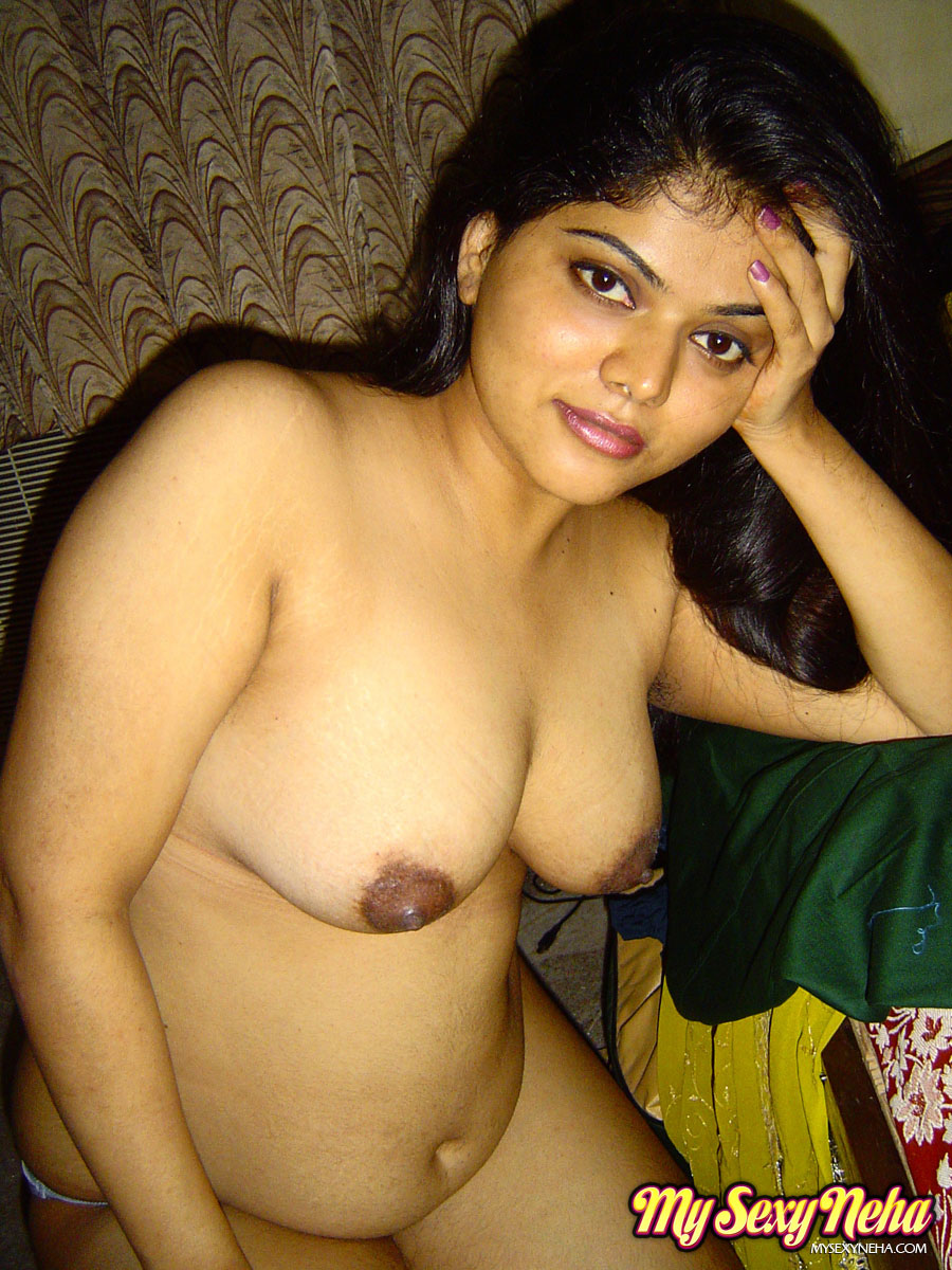 Indian sexy girl showing her tits purely nude