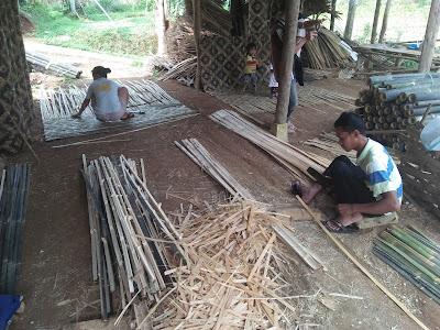 cara membuat bilik bambu