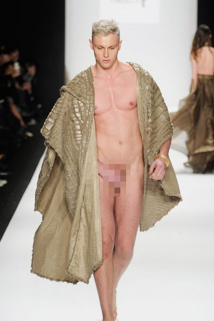Nude Pussy Runway Modelle