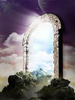 Bir tepe üzerinde olan ve başka bir boyuta açılan kemerli eski bir taş kapı görünümündeki portal çizimi