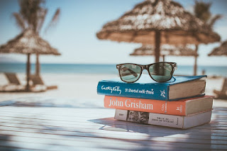 m'installer sur la plage et m'évader dans une pile de livres pendant des heures…