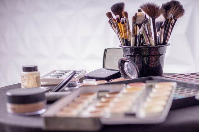 https://www.remblong.net/2018/11/tips-mudah-memakai-make-up-bagi-pemula.html
