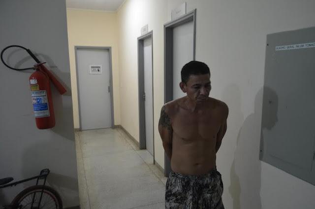 Homem é preso pela polícia por tentar arrombar loja em Cruzeiro do Sul
