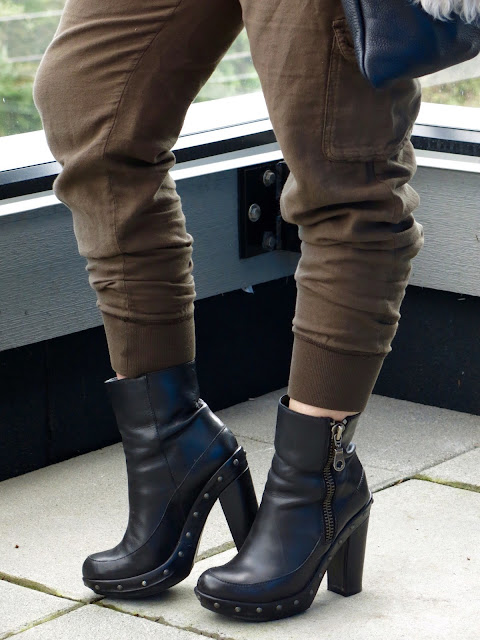 slouchy cargo pants, Kork-Ease booties