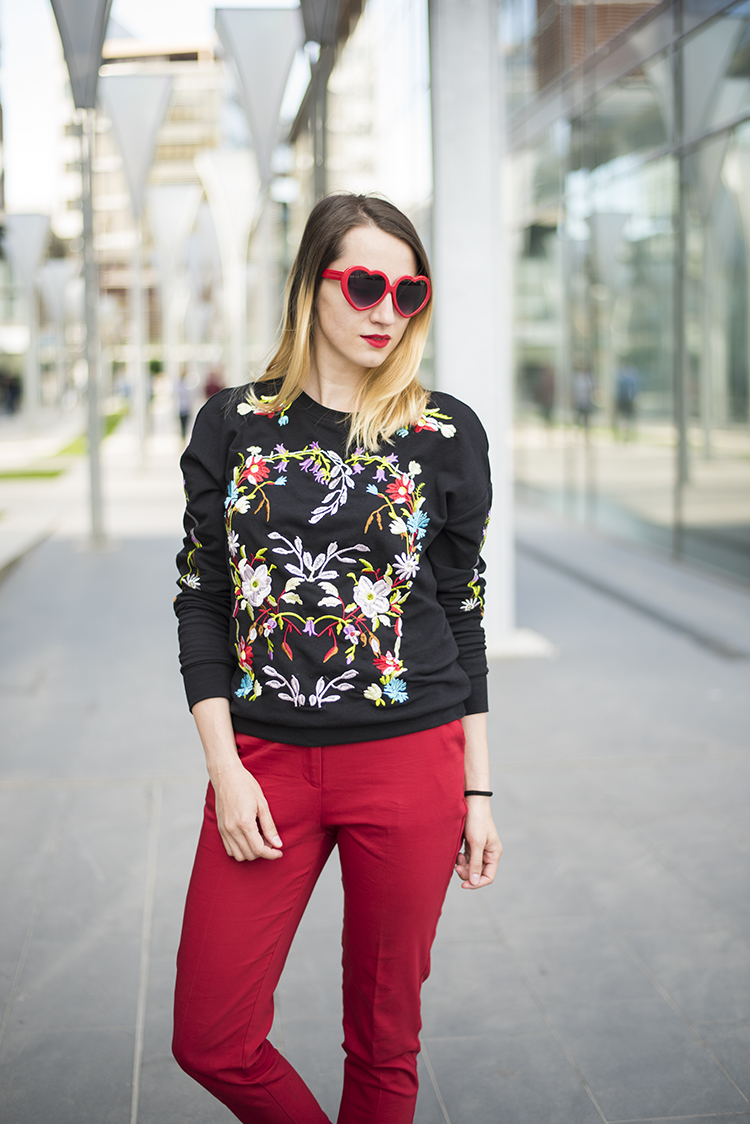 Black Round Neck Floral Embroidered Sweatshirt