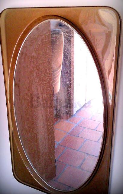 Espejo de acrílico restaurado. Decoupage y laqueado. (B339) Babuska