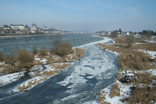 Certains chenaux sont entièrement pris dans la glace. (février 2012)