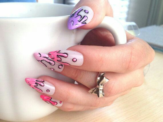 Paint drop nail arts