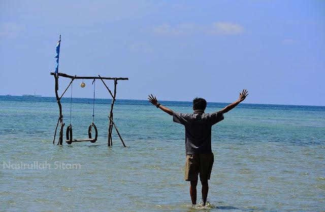 Ayunan di pantai Annora Karimunjawa