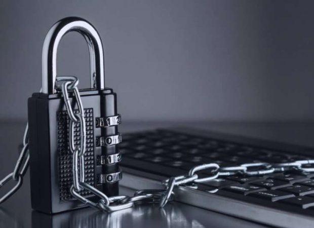 Επιχειρούν να αστυνομεύασουν και να φιμώσουν το διαδίκτυο