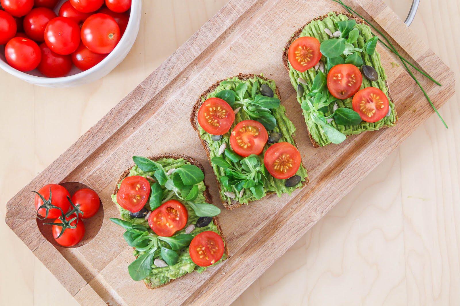 Tartines avocat tomates cerises