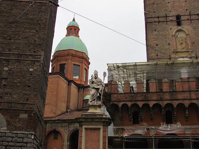 Bolonia con niños monumentos