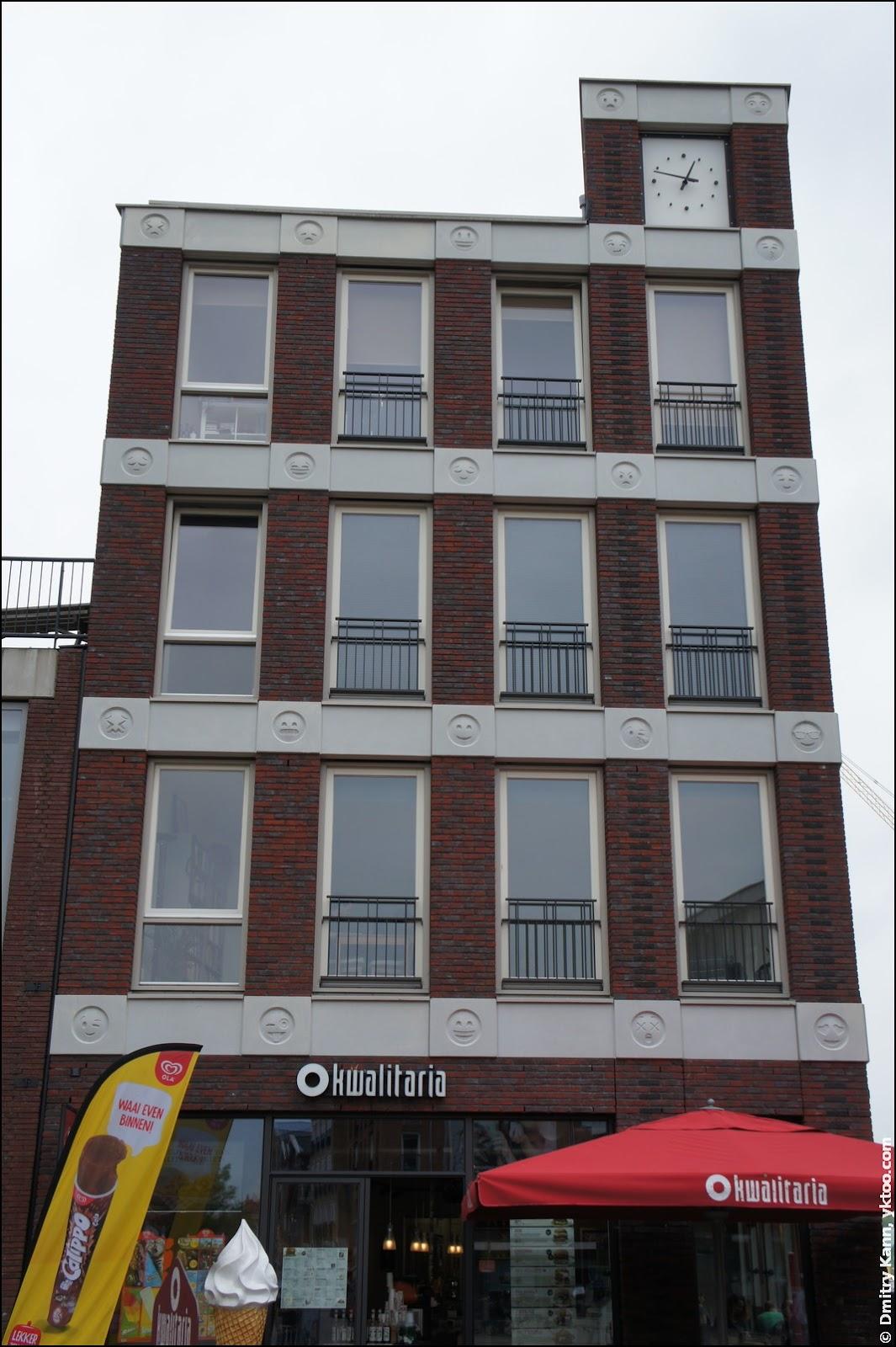 Здание со смайлами.