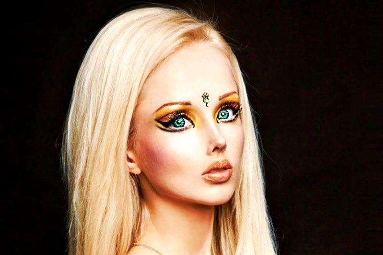 Ukraynalı model Valeria Lukyanova, Barbi bebeğe benzeyen inanılmaz görüntüsüyle ünlüdür.