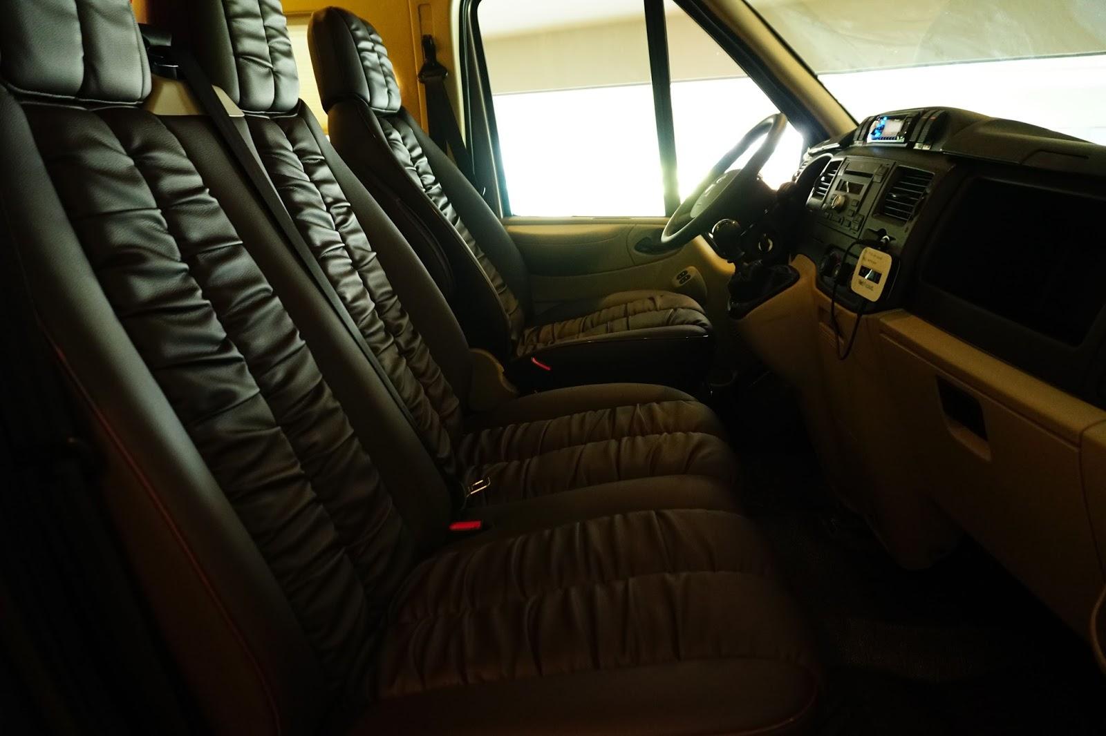 Khoang lái cũng được trang bị ghế rất sang trọng, êm ái