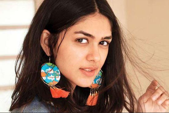 Super 30 Movie Actress Mrunal Thakur Images, Wallpapers