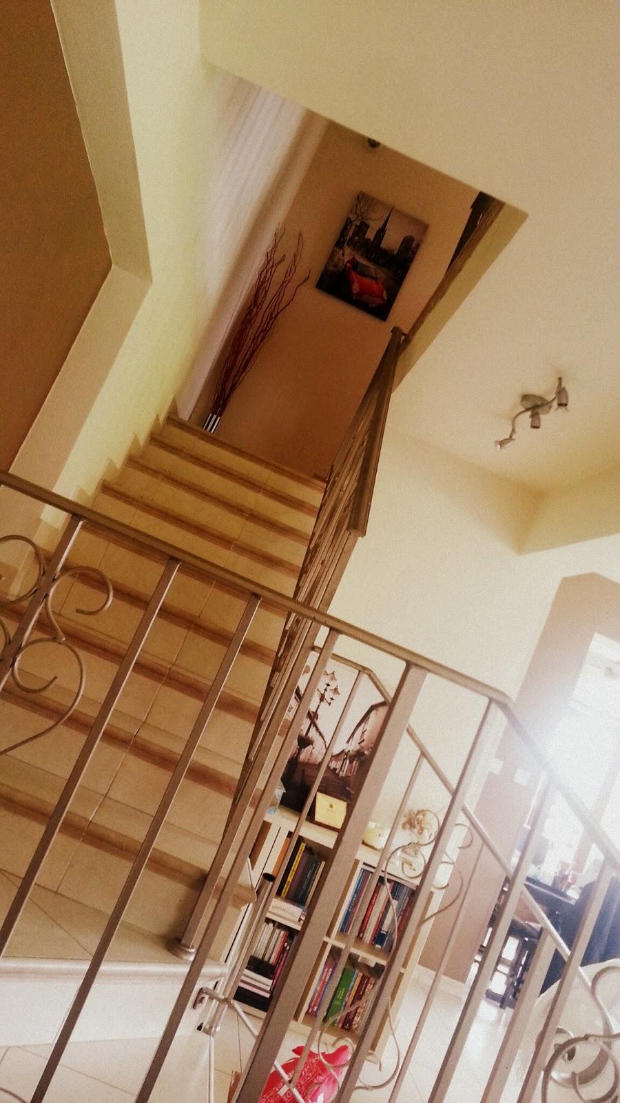 σκάλα-με-κάγκελο