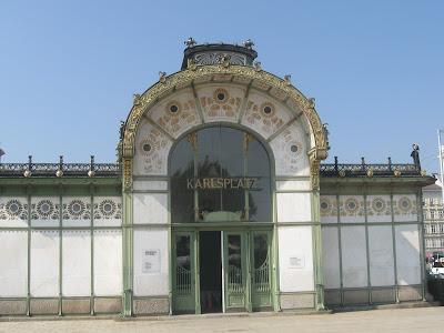 viena-vechea-statie-de-metrou-karlsplatz-azi-dezafectata