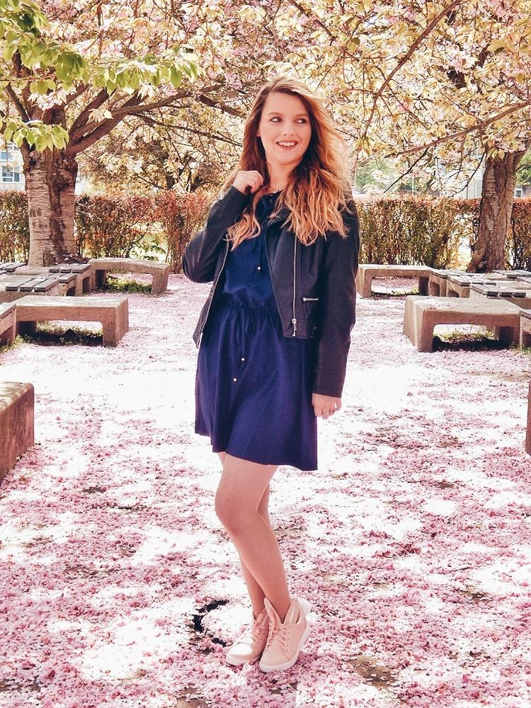 21 melodylaniella gamiss manzana różowe sneakersy króliczki granatowa sukienka skórzana ramoneska pikowana listonoszka szara manzana praga photoshoot sesja zdjęciowa fashion style modnapolka lookbook ootd girls
