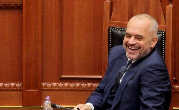 Γιατί χαίρονται οι Αλβανοί και χαμογελούν σαν τέρας