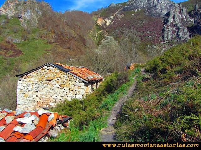 Ruta Retriñon: Unas cabañas en la zona del Gamonal