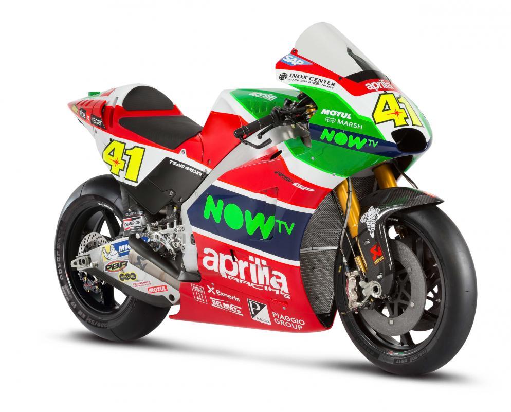 MotoGP 2017 : Ttim pabrikan Aprilia RS-GP resmi memperkenalkan motor barunya untuk musim 2017