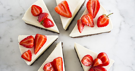 mbakes: No bake cheesecake with black pepper strawberries