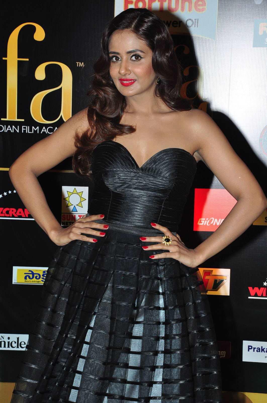 Kannada Actress Parul Yadav In Black Dress At IIFA Awards