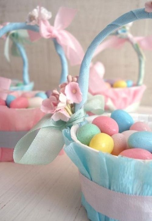 pastel Easter decoration with baskets and eggs