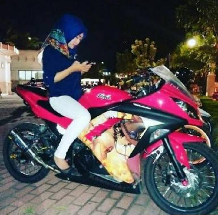 Top Populer 51 Gambar Wanita Berhijab Naik Motor Ninja
