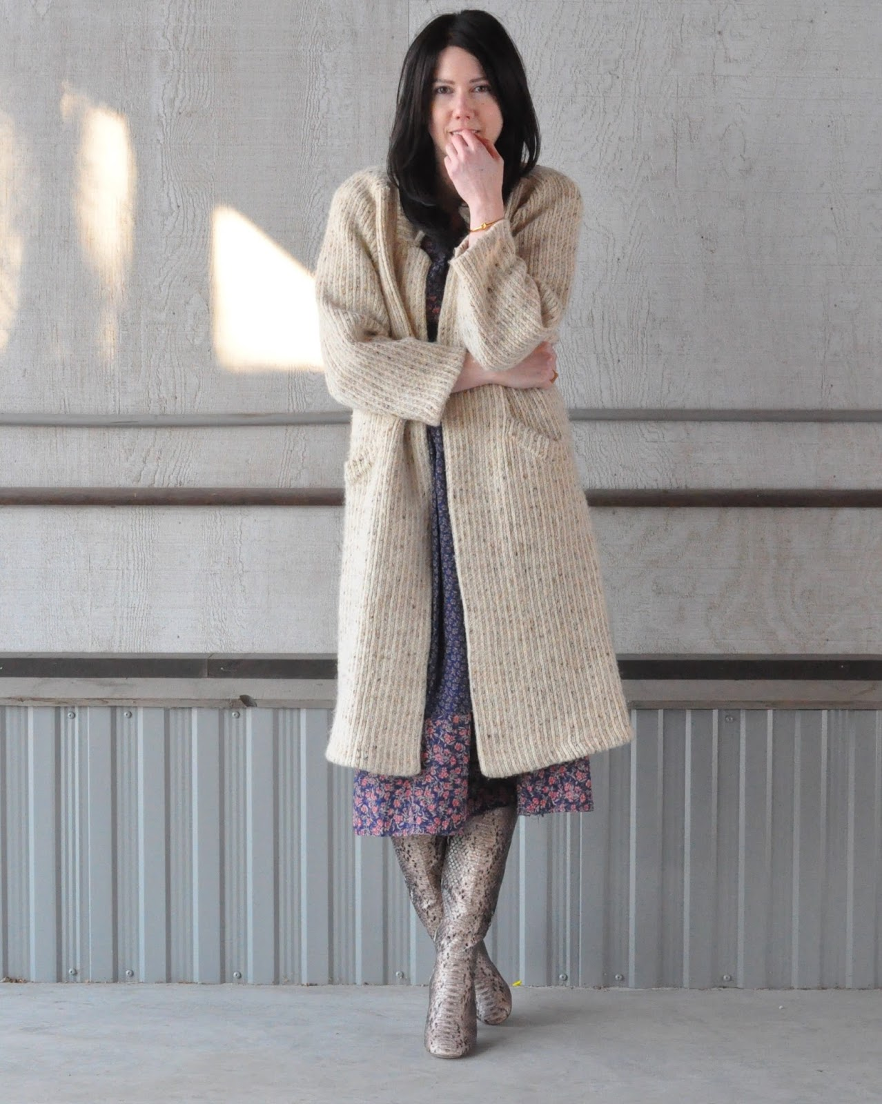 Alaskan fashion blogger outfit inspiration thrifted vintage