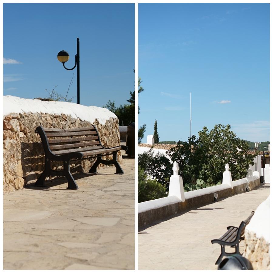 Blog + Fotografie by it's me! - Reisen - La Isla Blanca Ibiza, Santa Eurlaria - Holzbank auf dem Fußweg in der Klosteranlage