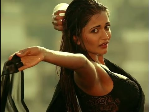 Anaika Soti Scene In Movie