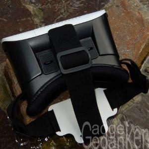 SimbR VR-Brille: Draufsicht zeigt die Einstellschieber