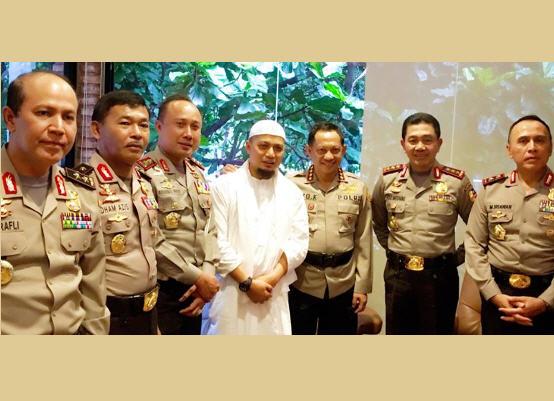 Ahok Jadi Tersangka Penistaan Agama, Ustadz Arifin : Bersyukur dan Perjuangan Belum Selesai