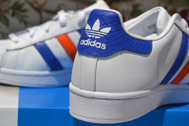 adidas superstar con strisce colorate