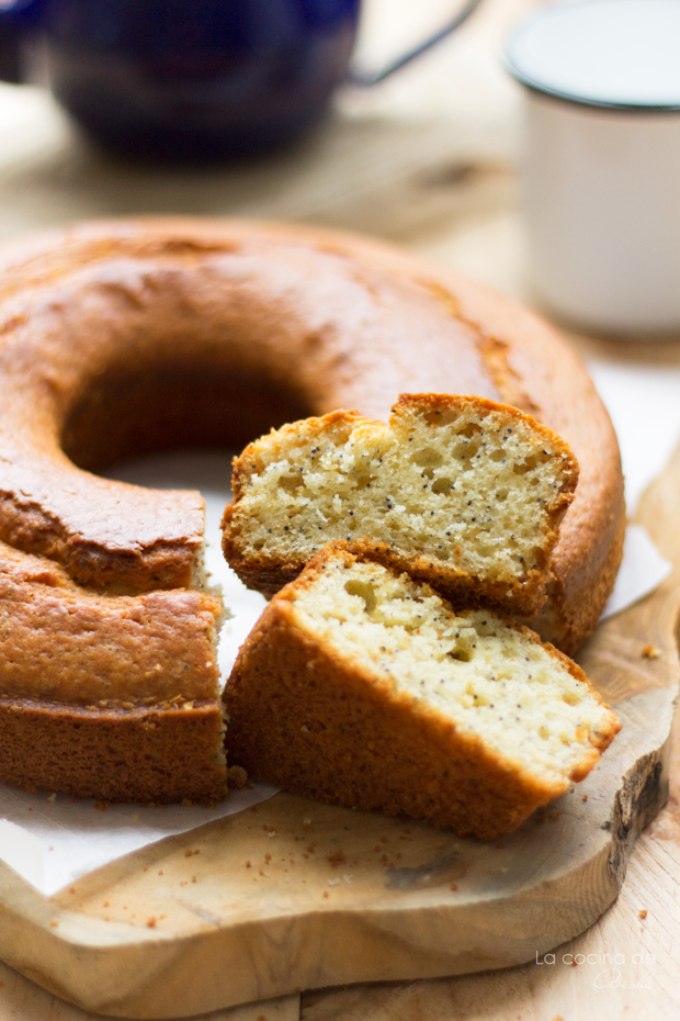lemon-poppy-seeds-bundt-cake-bundtbakers