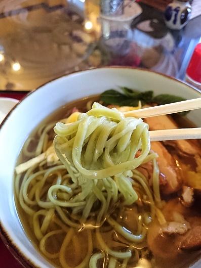 バジルそばの麺の写真