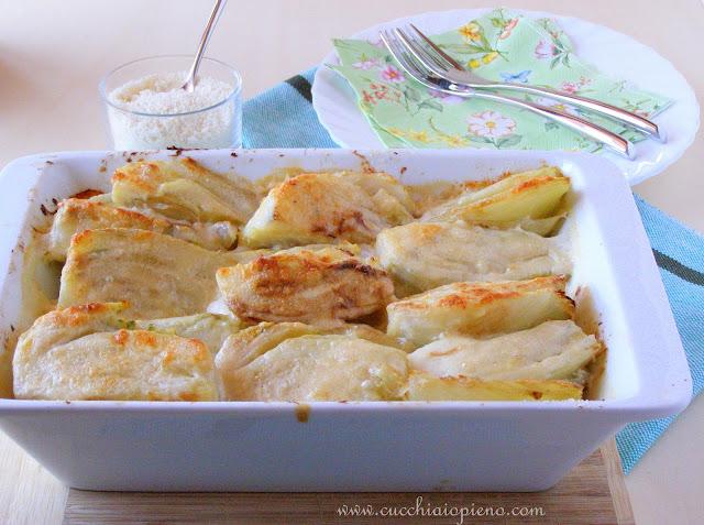 Deliciosa erva-doce (funcho) gratinada com molho branco e queijo parmesão ralado.